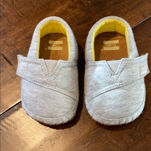 Toms Gray Baby Shoes, size 2 - never worn